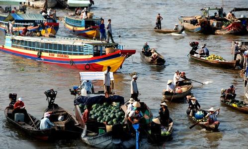 Chợ nổi Cái Bè là nét đặc trưng riêng của vùng sông nước Nam bộ